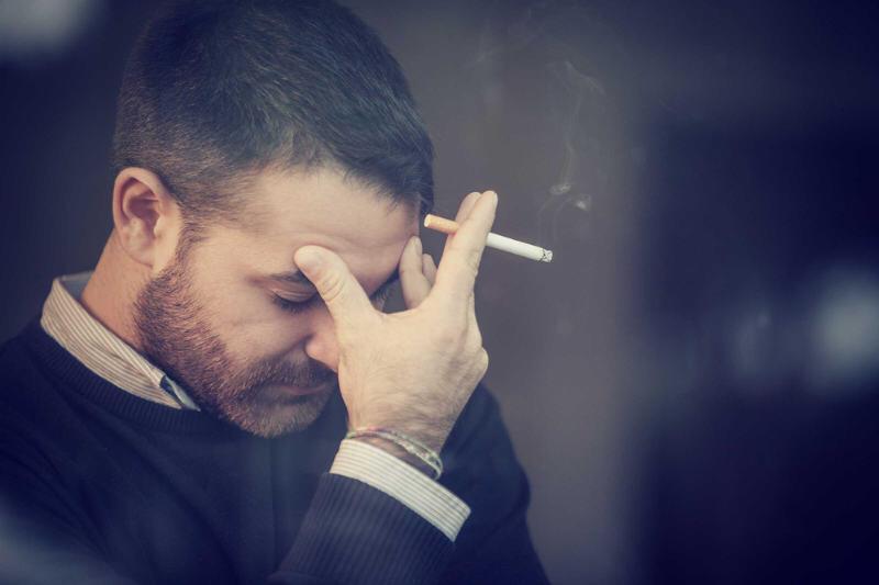 Qui n'a jamais eu mal à la tête lorsqu'il a trop fumé ? Source de stress, la cigarette prive le cerveau d'oxygène et atteint vos facultés cérébrales.